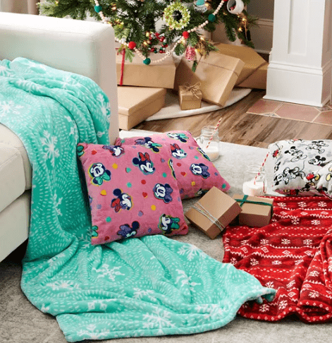 Kohl's: 2-pack Throw Pillow Set for $11.99 + Free Curbside Pickup! (Reg $27)